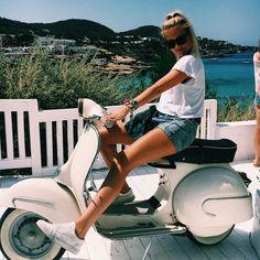 Byeeee see you at the beach 🖐😛 #vespa #summer #lol #tan #beach #cottonbeach #ibiza #fun