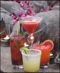 Sur proposes a great selection of exotic cocktails. Our patron's favorites: Raspberry Mojito, Strawberriny, White peachy sangria... to name a few. Our wine cellar features affordable wines from Argentina and California to more exclusive wines from Italy or France.