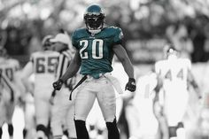 The man. Philadelphia Eagles Merchandise, Philadelphia Eagles Football, Philadelphia Sports, Soccer Players, Football Team, Brian Dawkins, Beast Of The East, Fly Eagles Fly, Soccer Games