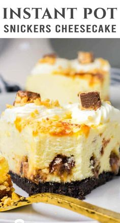 This creamy cheesecake is loaded with chocolate candy! Make this small Instant Pot Snickers Cheesecake for an easy dessert. It's delicious! Oreo Crust Cheesecake, Cinnamon Roll Cheesecake, Snickers Cheesecake, Chocolate Cheesecake Recipes, Best Cheesecake, Chocolate Cake, Snickers Candy, Homemade Cheesecake, Classic Cheesecake
