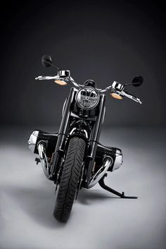 BMW R 18 – the bobber-style cruiser is now a marvellous reality, as the marque sets a release date for its beautiful, brawny boxer-twin. It seems the cruiser market is about to see a shake-up. Bmw S, New Bmw, Twin Disc, Bobber Style, Bmw Boxer, Bmw Motorcycles, Best Vibrators, Custom Bikes, Engineering
