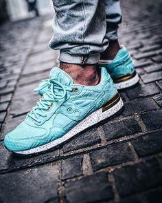 "@sauconyorigs X @epitomeatl Shadow 5000 ""Righteous One"" on @fabrice_do feet! A great shoe, specially for summer ☀️ #kickstagram #klekt #klekttakeover #snkrhds #thedropdate #allupinitt #hsdailyfeature #basementapproved #minimalmovement #praisemag #sneakersaddict #photooftheday #instadaily #hboutthere #teamcozy #sneakersmag #righteousone #epitomerighteousone #saucony #sauconyoriginals #sauconyshadow #mistreetco #blkvis #hbx #sneakerhead #sneakerholics"