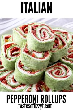 Italian Pepperoni Pinwheels Your favorite pizza toppings alongside garlic cream cheese all rolled up in a tortilla. These Italian Pepperoni Roll ups are the ideal lunch, appetizer or snack for pizza lovers everywhere. Italian Appetizers, Yummy Appetizers, Appetizer Recipes, Snack Recipes, Holiday Appetizers, Appetizer Ideas, Pizza Recipes, Apéritifs Pinwheel, Pinwheel Recipes