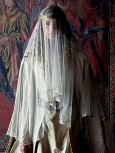 Example of a century wedding dres. Isabel I, Movie Costumes, Shows, Historical Costume, Period Dramas, Archetypes, Middle Ages, Character Inspiration, The Dreamers