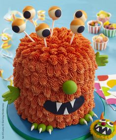 Learn how to make this monster cake, grrrr yum! Monster Cakes, Monster Mash, Cupcake Cakes, Cupcakes, Spooky Food, Cake Decorating Tutorials, Celebration Cakes, Perfect Party, Birthday Cakes