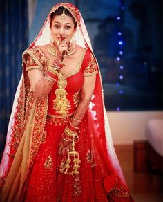 Are you a plus size bride worried about what to wear on your big day? Here's a list of cheat sheet that will make sure you look like a million bucks. Indian Bride Photography Poses, Indian Bride Poses, Indian Bridal Photos, Indian Wedding Bride, Indian Bridal Fashion, Bridal Photography, Photography Couples, Photography Ideas, Blur Photography