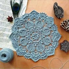 Beautiful napkin and diagram to it Crochet Placemat Patterns, Crochet Table Runner Pattern, Free Crochet Doily Patterns, Crochet Doily Diagram, Knitting Paterns, Crochet Lace Edging, Crochet Mandala, Crochet Designs, Crochet Doilies