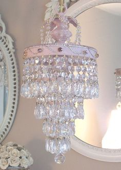 Shabby Chic Chandelier- L. Baños Shabby Chic, Estilo Shabby Chic, Shabby Chic Bedrooms, Vintage Shabby Chic, Shabby Chic Furniture, Lustre Vintage, Style Salon, Lampe Decoration, Cottage Chic