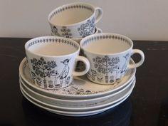 Arabia Vintage EMILIA Pattern Raija Uosikkinen Finland Luncheon Set of 4 China China, Vintage Cups, China Dinnerware, Finland, Tabletop, Pottery, Ceramics, Mugs, Tableware