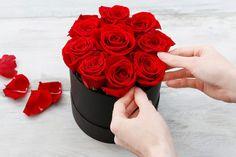 Du bist auf der Suche nach einem DIY Geschenk für Valentinstag, Muttertag, zum Geburtstag oder einfach als Aufmerksamkeit für zwischendurch? Dann habe ich die perfekte Idee für dich - warum nicht mal eine Flowerbox selber