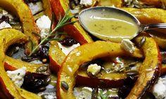 Pečená dýně hokkaidó s medovo-česnekovou zálivkou Pumpkin Squash, Kitchen Hacks, Caprese Salad, Paella, Ham, Zucchini, Bacon, Food And Drink, Meals