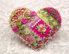 Etsy の Heart beaded flower/roses felt pin by GlosterQueen