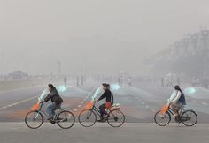 studio roosegaarde's smog free bicycle purifies pollution as you pedal