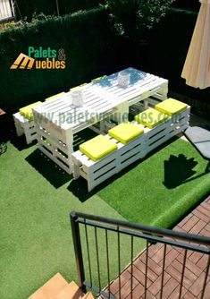 Mesa y Banco con Palets,Estos muebles hechos con Palets quedarán genial en el j… Table and bench with pallets, these furniture made with pallets will be great in the garden of Sonia, furniture with pallets furniture made with pallets, garden furniture Garden Furniture Design, Pallet Garden Furniture, Balcony Furniture, Outside Furniture, Pallets Garden, Bench Furniture, Furniture Ideas, Palette Furniture, Furniture Makeover
