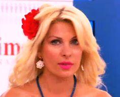 eleni menegaki wearing follie di fiori earrings! Style Icons, Drop Earrings, Celebrities, How To Wear, Fashion, Moda, Drop Earring, Celebs, Fasion
