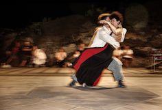 Ph Marco De Iasi  Festival LinosArt 2015  Danza nei giorni 6, 13, e 23 aprile 2016 a Spazio Tadini. Giornate full immersion nella danza, physical theatre e nella contact. Per tutti i livelli.  Mattina e pomeriggio-sera. Nella serata del 23 aprile 2016 performance finale: un estratto della nuova produzione Body Game