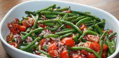 Bønnesalat med tomat og rødløg