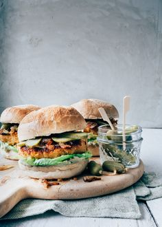 Vegetarian sweet potato burger - From Pauline& Keuken - Easy: Vegetarian sweet potato burger with avocado mayo paulineskeuken … Easy: Vegetarian sweet po - Pureed Food Recipes, Veggie Recipes, Vegetarian Recipes, Healthy Recipes, Avocado Recipes, Vegan Blog, Good Food, Yummy Food, Carne Picada