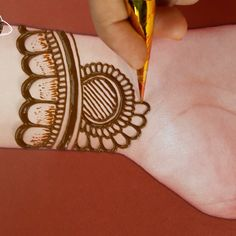 simple easy mehndi design mehndi designs for front hand simple easy henna designs Finger Henna Designs, Full Hand Mehndi Designs, Simple Arabic Mehndi Designs, Henna Art Designs, Mehndi Designs For Girls, Mehndi Designs For Beginners, Mehndi Designs For Fingers, Mehndi Simple, Latest Mehndi Designs