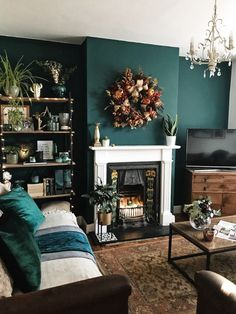 Olive Living Rooms, Dark Green Living Room, Teal Living Rooms, Accent Walls In Living Room, Living Room Color Schemes, Boho Living Room, Living Room Designs, Cozy Living, Dark Green Rooms