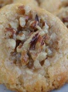 Pie Thumbprint Cookies Recipe for Pecan Pie Thumbprint Cookies - One of my favorite pies in changed up to be in cookie form.Recipe for Pecan Pie Thumbprint Cookies - One of my favorite pies in changed up to be in cookie form. Pecan Pie Cookies, Crinkle Cookies, Cookie Pie, Cookie Desserts, Yummy Cookies, Cupcake Cookies, Just Desserts, Cookies Et Biscuits, Cookie Recipes