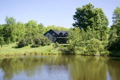 House in Delancey, United States. Beautifully renovated farmhouse, your own private Idaho on 170 acres. Kayak on the swimming pond, hike in the woods and pick wild flowers. Plus, the farm is close to all the activities that the Catskills are known for, foodies, adventure seekers a...