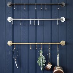 I've just found Bitra Hook Rail. Our premium quality hook rail looks fabulous in the kitchen to show off your pots, pans or utensils above the range. Kitchen Rails, Ugly Kitchen, Kitchen Hooks, Brass Kitchen, Kitchen On A Budget, Kitchen Ideas, Kitchen Decor, Kitchen Inspiration, Kitchen Storage