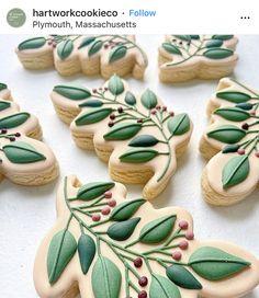 Flower Sugar Cookies, Leaf Cookies, Iced Sugar Cookies, Fall Cookies, Christmas Sugar Cookies, Spice Cookies, Cute Cookies, Cookie Icing, Royal Icing Cookies
