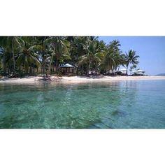 Disekitar perjalanan ke Pulau Saronde, anda juga bisa melihat pulau Mohinggito yang tidak kalah indahnya
