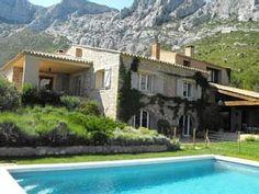 Aix-en-Provence huis - huis met loggia in Aix-en-Provence - 1987028 Aix En Provence, Camping, Holidays With Kids, The Good Place, To Go, Villa, Patio, France, Mansions