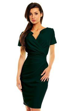 c227e9edb333 La petite robe noire charmante et polyvalente. Voir plus. Robe fourreau  drapée à manches courtes. Robe Fourreau Chic