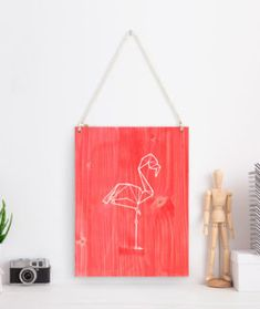 Diseño flamenco con toques rosas. Fantástico cuadro de madera para dar un toque de color tus paredes.
