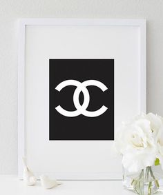 Dress up your your house walls with this Chanel typography wall prints. This black & white CC poster adds oodles of style to your house no matter where you hang it. ★ PRODUCT SKU # ★ ♥ Prints do Art Prints For Home, Modern Art Prints, Modern Wall, Art Prints Quotes, Art Quotes, Chanel Decoration, Chanel Logo, Glam Room, Home Wall Decor