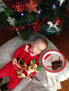 New christmas baby pictures girl xmas ideas Xmas Photos, Family Christmas Pictures, Baby Boy Pictures, Holiday Pictures, Newborn Baby Photos, Newborn Baby Photography, Babys 1st Christmas, Christmas 2014, Foto Baby