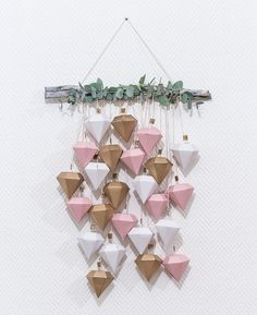 Calendrier de l'avent diamants Christmas Sewing, Christmas Crafts, Merry Christmas, Xmas, Wind Chain, Making Dream Catchers, Craft Projects, Projects To Try, Countdown Calendar