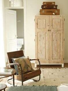 Give character to a wardrobe with old doors.  (Casa Das Janelas Com Vista hostel in Lisbon)