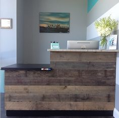 The Xtend Barre Charlotte front desk area! Complete with reclaimed Hickory! The Xtend Barre Charlott Reception Desk Design, Office Reception, Reception Areas, Salon Reception Desk, Reception Seating, Deco Spa, Retail Counter, Saloon, Clinic Design