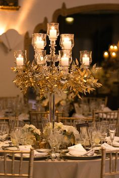Gold painted leaves bring lots of glamour to a luxury fall wedding reception. Photography: Emilia Jane Photography