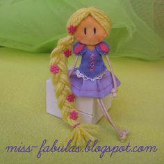 Doll brooch #Rapunzel handmade in felt. Broche muñeca Rapunzel hecho a mano en fieltro.