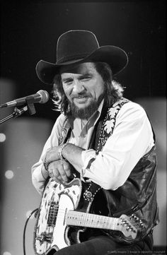 Waylon Jennings born in Littlefield, TX, country music singer-songwriter, musician. Gave up his seat on the ill fated Buddy Holly airplane. Old Country Music, Outlaw Country, Country Music Artists, Country Music Stars, Country Singers, Country Musicians, Big Country, American Country, Native American