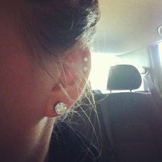 Double cartilage and lobe piercing (: Double Cartilage Piercing, Cute Ear Piercings, Types Of Piercings, Body Piercings, Piercing Tattoo, Ears Piercing, Cute Jewelry, Body Jewelry, Jewelry Tattoo