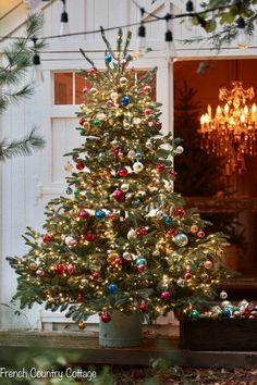 Real Christmas Tree, Merry Christmas Eve, Christmas Post, Cozy Christmas, Beautiful Christmas, Christmas Tree Decorations, Holiday Decor, Magical Christmas, Vintage Christmas Trees