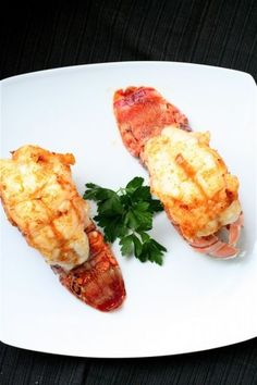 Broiled lobster tails with garlic butter sauce the curvy carrot broiled lob Prawn Recipes, Lobster Recipes, Entree Recipes, Seafood Recipes, Cooking Recipes, Dinner Recipes, What's Cooking, Shrimp Dishes, Fish Dishes