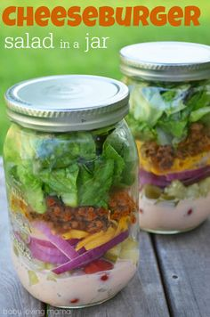 Find recipes for the 15 best Mason jar meals you will ever eat. Combine adorable Mason jars with delicious food and you've got a good thing going! Mason Jar Lunch, Mason Jars, Mason Jar Meals, Meals In A Jar, Salad In A Jar, Soup And Salad, Beste Burger, Cooking Recipes, Healthy Recipes
