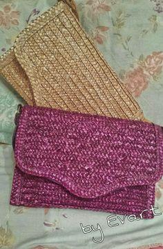 Los clutch y bolsos de fiesta más veraniegos y bohemios para este verano son los diseños en rafia. Os propongo este modelo de Clutch Grace by Evart! Qué os parece?