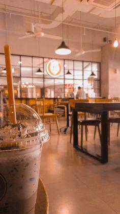 Mood Wallpaper, Pastel Wallpaper, Wallpaper Backgrounds, Aesthetic Backgrounds, Aesthetic Wallpapers, Chill Photos, Bubble Milk Tea, My Coffee Shop, Food Snapchat