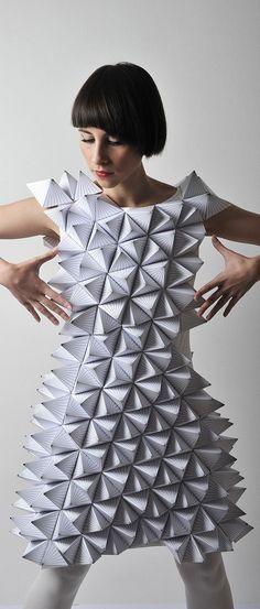 42 ideas origami fashion pattern wearable art fashion haute couture fashion how to make Paper Fashion, Origami Fashion, 3d Fashion, Unique Fashion, Fashion Dresses, Crazy Fashion, Fashion Details, Trendy Fashion, High Fashion