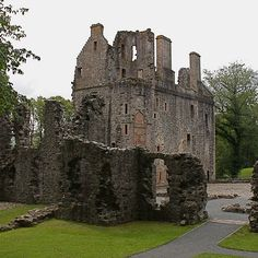 The ruins of Huntly Castle, sited at the confluence of the rivers Bogie and Deveron, on the outskirts of the pretty market town of Huntly. Abandoned Castles, Abandoned Buildings, Abandoned Places, Derelict Places, Abandoned Mansions, Scotland Castles, Scottish Castles, Famous Castles, Castle Ruins