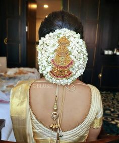 Bridal Hairstyle Indian Wedding, Bridal Hair Buns, Wedding Bun Hairstyles, Bridal Hairdo, Indian Bridal Hairstyles, Bridal Makeup Looks, Bridal Beauty, Wedding Makeup, Bridal Hair Inspiration
