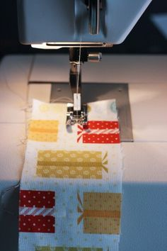#sewing ruffles - easy -  i'm pinning this for you @Rachel R Gertson !! Let's make that tree pillow :)    http://johnsproductreviews.com/2013/03/18/singer-8763-curvy-computerized-sewing-   machine/